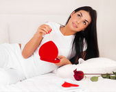 Woman at home was a gift from a loved one, jewelry, heart and roses — Foto Stock