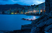 Evening on a beach of the Italian city of Kamoli — Stock Photo
