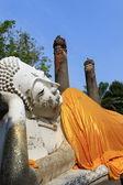 наклонный будда — Стоковое фото