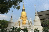 White and golden chedi — Stock Photo