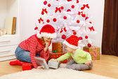 Children opening presents in Christmas — Stock fotografie