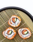 在托盘上片寿司 — 图库照片