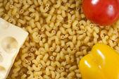Makarony, pieprz, pomidory i ser — Zdjęcie stockowe