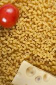 Makaroner, tomat och ost — Stockfoto