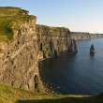 Late sunset famous irish cliffs of moher — Stock Photo