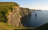 Fin du coucher du soleil célèbres irlandais falaises de moher — Photo
