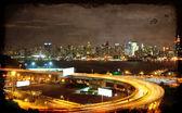 Paysage urbain du nyc du temps, nocturne animée, espace annonce — Photo