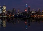 Ciel de paysage urbain de new york à la nuit, nyc, usa — Photo