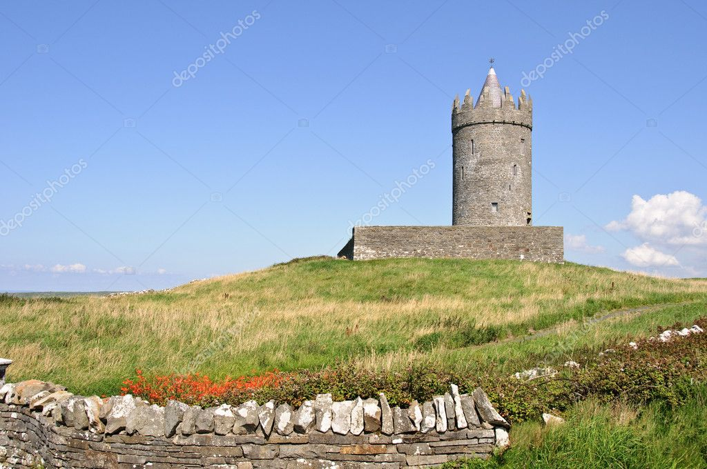 Photo ancient irish castle on west coast ireland — Stock Photo #3957767