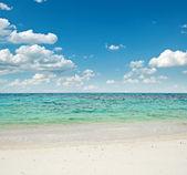 Biały piasek na plaży — Zdjęcie stockowe