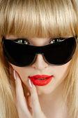 Beautiful blonde in sunglasses closeup portrait — Stock Photo