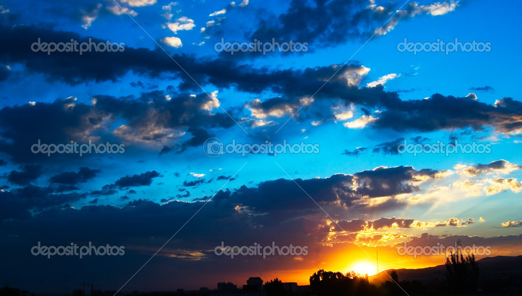 Clouds on bright blue sky over mountains at early morning — Stock Photo #3973146