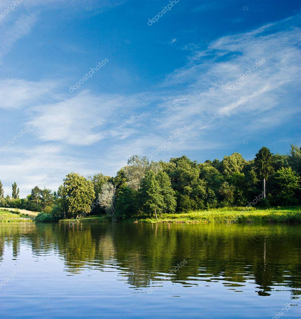 夏天风景和水面– 图库图片