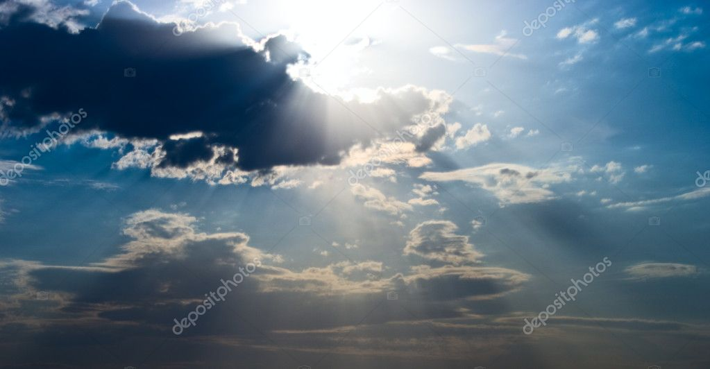 Sun beams over heavy dark clouds — Stockfoto #3973864