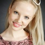 Retrato de joven rubia hermosa — Foto de Stock