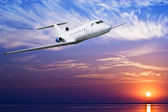 Airliner flying in sky — Stock Photo