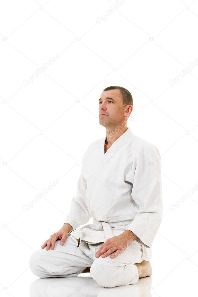 Mid-adult master of martial arts meditating before fight isolated over white background — Stock Photo #4920854
