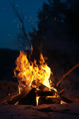 Campfire with Shooting Sparks — Stock Photo
