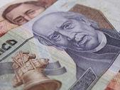 Cerca de dos billetes de moneda mexicana — Foto de Stock