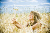 Beautiful blond girl at the field — Foto Stock