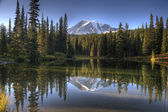 Mount McKinley and Reflection Lake — Stock Photo