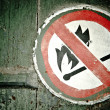 "No fire"" sign on the wall — Stock Photo"