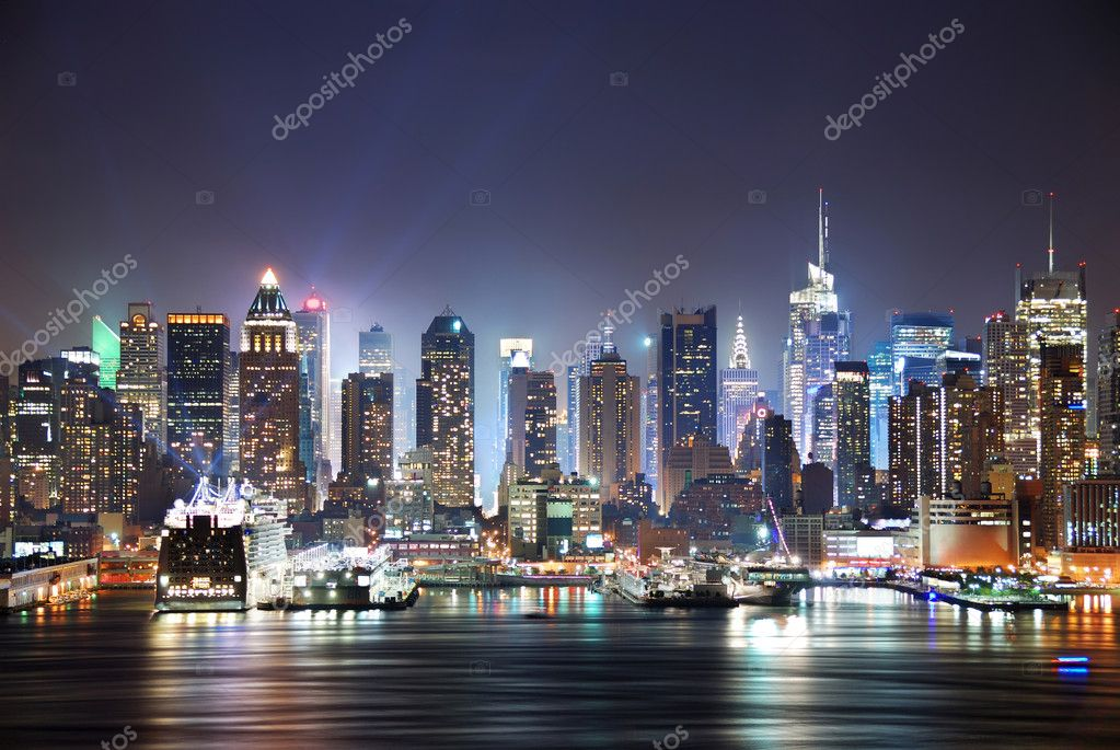 New York City Manhattan skyline panorama at night over Hudson River with refelctions viewed from New Jersey — Stock Photo #3946078