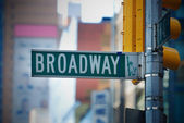 Straßenschild der broadway in manhattan, new york city — Stockfoto