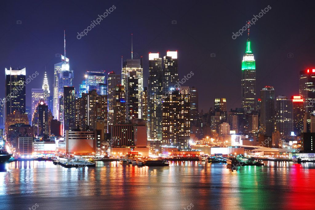 Empire State Building in New York City with Manhattan Skyline at night panorama over Hudson River with reflection. — Stock fotografie #4001201