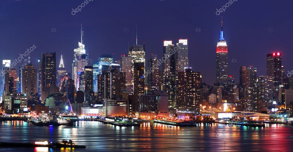 New York City Manhattan skyline panorama at night over Hudson River with refelctions viewed from New Jersey — Foto Stock #4001698