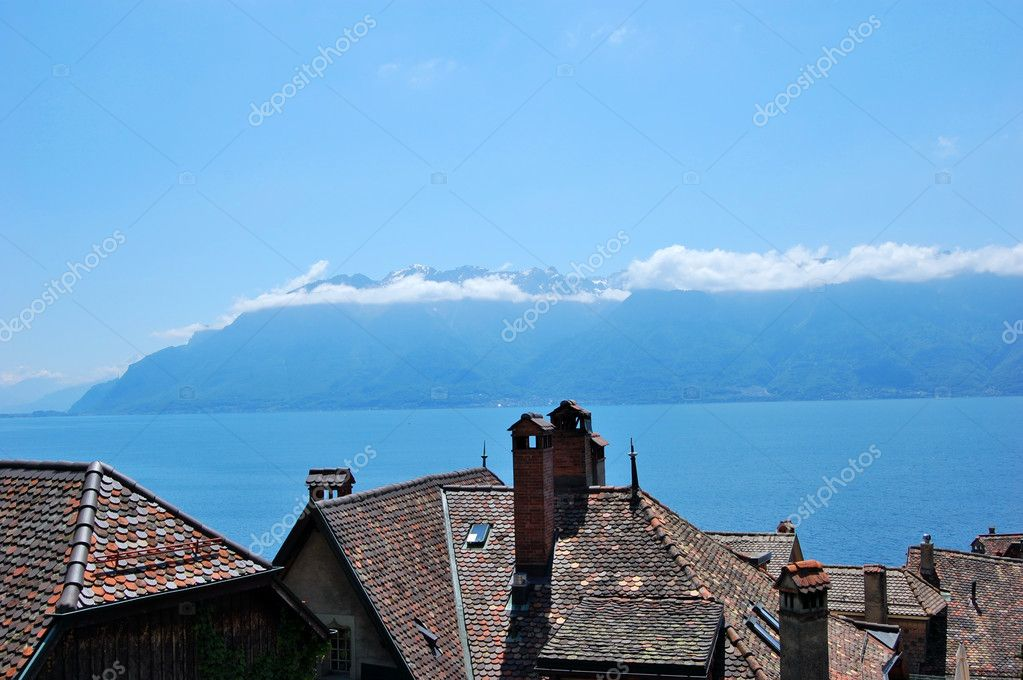 Village of Lakeside Geneva and Alps in Switzerland — Stock Photo #5222322