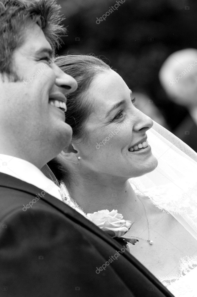 A candid shot of a very happy bride and groom — Stock Photo #3965191