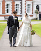 Bride and Groom outside stately home — Stok fotoğraf