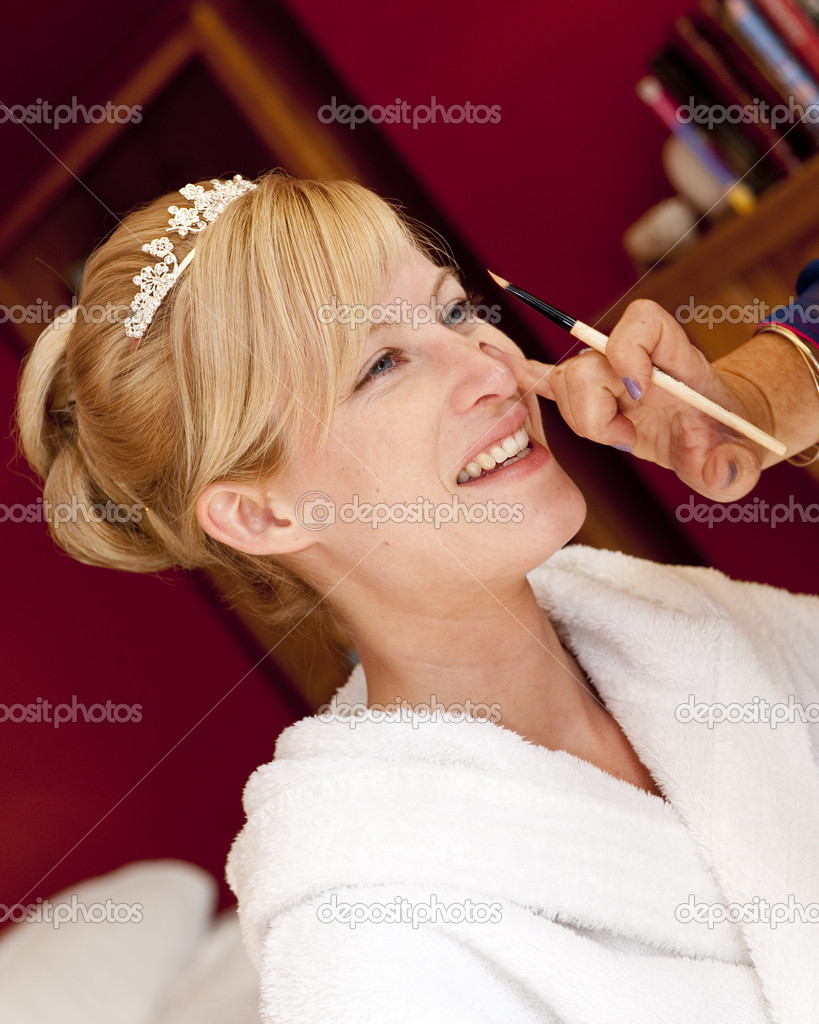 A radiant looking bride has her make up done on the morning of her wedding — Stock Photo #4018053