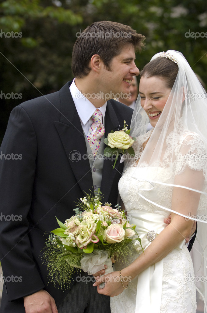 A very happy looking bride and groom  Zdjcie stockowe #4018378