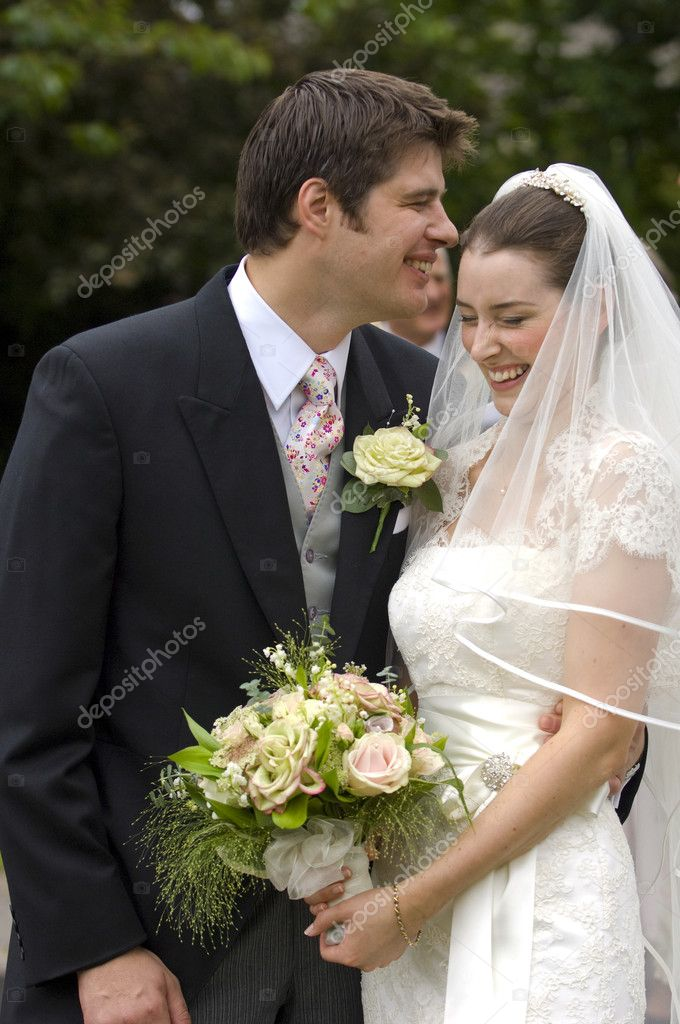 A very happy looking bride and groom — Lizenzfreies Foto #4018378