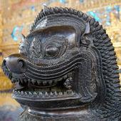 Bronze temple figure — Foto de Stock