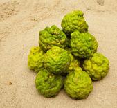Vápno na písku — Stock fotografie