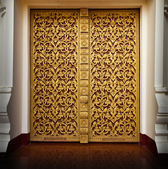 Golden Buddhist temple door at Wat Phoechai, Loa. — Stock Photo