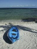 Kayak ashore on Caribbean beach — Stock Photo