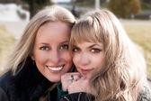 Giovani ragazze carine sorridente — Foto Stock