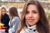 公園にはかなり若い女の子 — ストック写真
