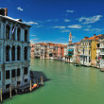 vista da ponte ponte de rialto em Veneza — Foto Stock