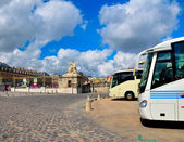 Versailles Palace facade and bus over blue sky — Stock Photo