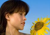 Beautiful woman and sunflower — Stock Photo
