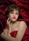 Kobieta na czerwony jedwab — Zdjęcie stockowe