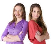 Porträtt av två unga glada tjejer — Stockfoto