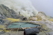 Extracting sulphur inside Kawa Ijen crater — Stock Photo