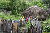Tradiční chýše v indonéské horské vesnici — Stock fotografie