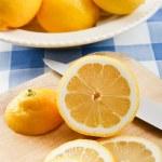 新鮮なジューシー レモン — ストック写真